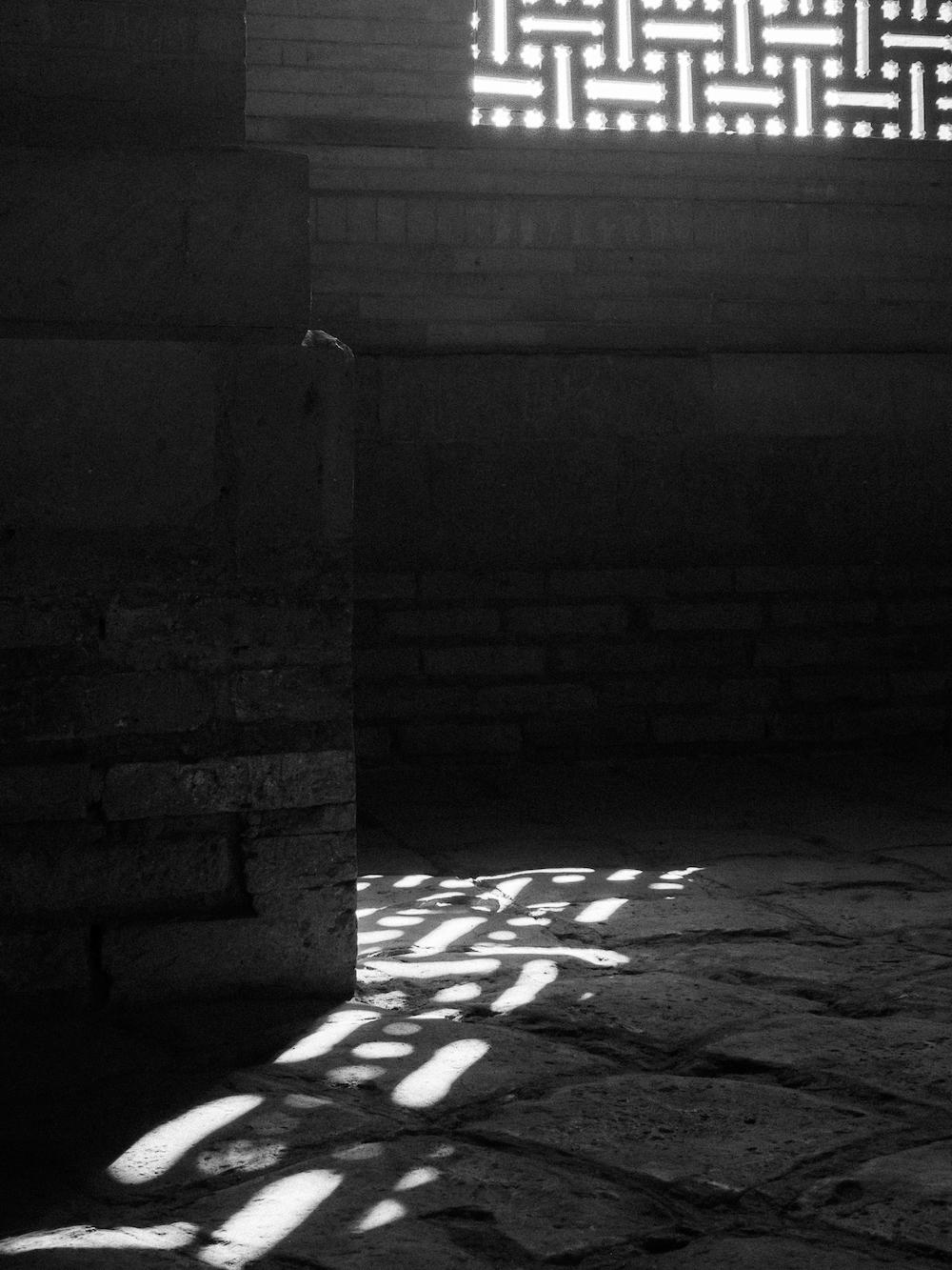 Schattenspiel im Tura-Beg-Chanum-Mausoleum